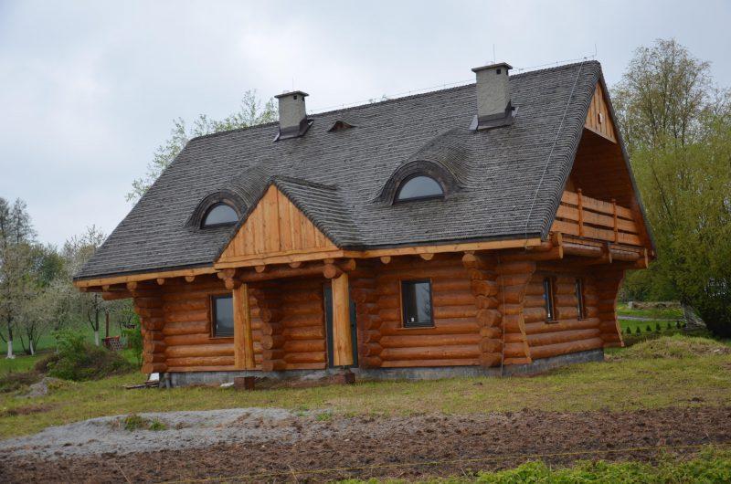 Dom z bali mały